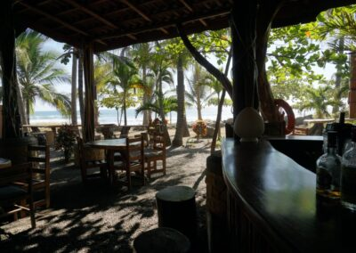 25.toeatchtheirown.costarica.beachbar-1080px